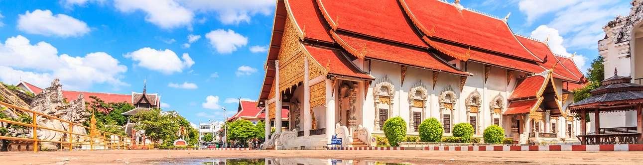 Visit the Wat Chedi Luang In Chiang Mai