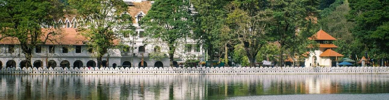 Visit the beautiful Kandy Lake in Kandy