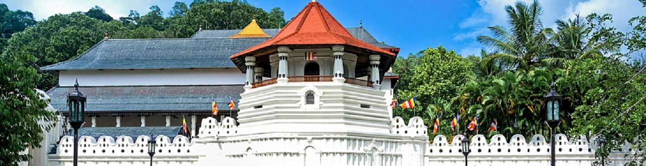 Visit the historical palace in Kandy