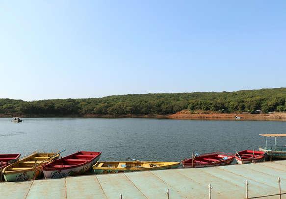 Enjoy boating in the popular Venna lake