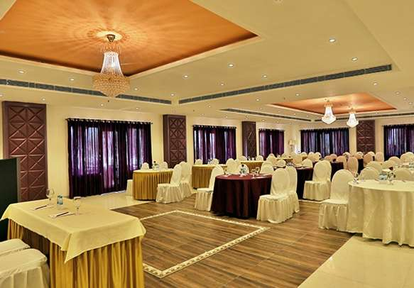 Stylishly designed banquet hall suited for any kind of seating arrangement