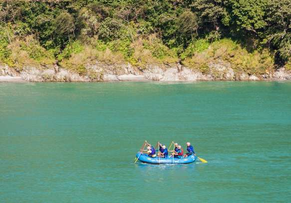 Try your hands on river rafting in Rishikesh with this Rishikesh Mussoorie itinerary