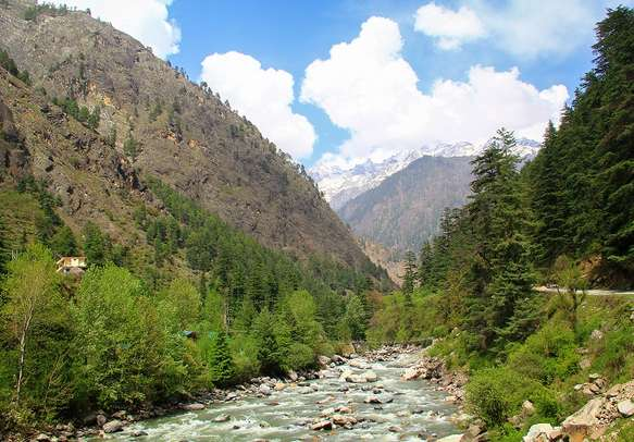Explore the charming streets of Parvati Valley