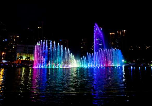 Enjoy the playful charm of lights and water here with honeymoon packages in Singapore and Malaysia