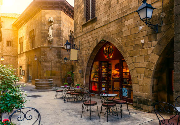 Enjoy the beauty of Barcelona on this Spain tour