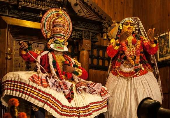 Enjoy the beautiful Kathakali dance in Kerala