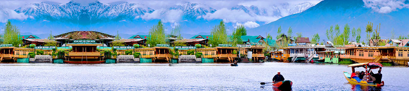 The beautiful Dal lake in Kashmir will leave you mesmerized on your trip