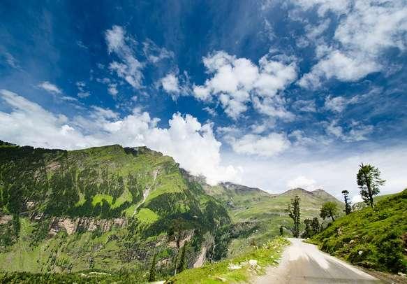 Magical views of Manali awaits you