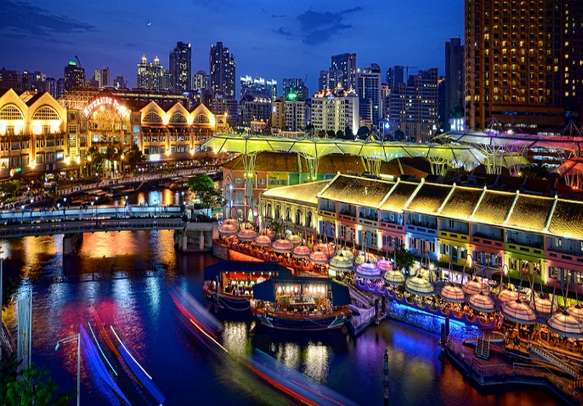 Enjoy the breathtaking play of colors in Singapore