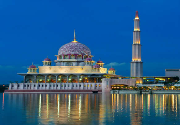 Let the city view take you over with your package tour to Singapore & Malaysia