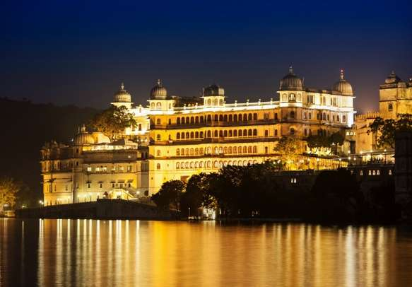 Be prepared to be spell bound by the beauty of Udaipur when the sun sets