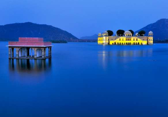 You won't be able to escape the dynamism of Jal Mahal in Jaipur