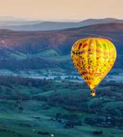 Luxurious Australia: Hot Air Balloon & Hamilton Island Tour