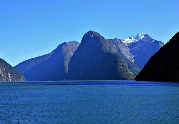 Enjoy the majestic views of Mt Pembroke on this Milford Sound Cruise.