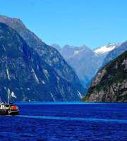 Snow Walks & Scenic Routes: New Zealand Tour Package