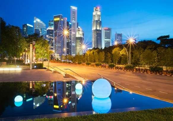 Enjoy the scintillating night view of Singapore