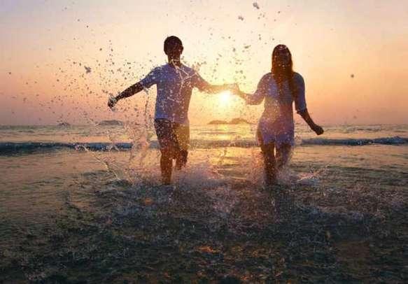 Enjoy taking romantic walks at famous beaches in Goa