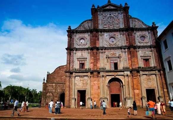 Go visiting the Basilica of Bom Jesus in Old Goa
