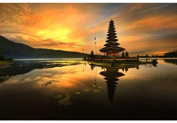 The Pura Bratan temple in all its glory