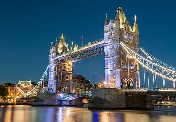 The illuminated London Bridge is sure to mesmerize you