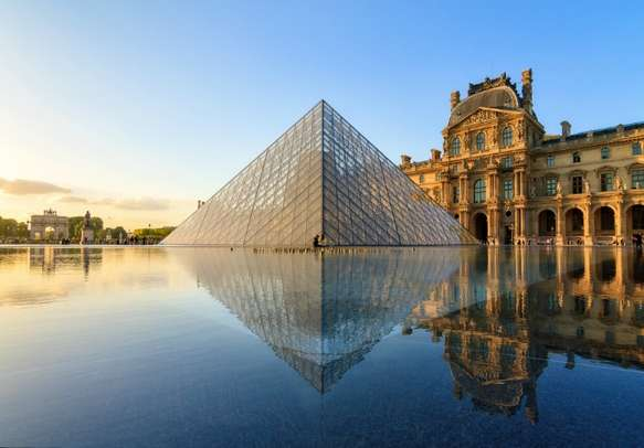 Enjoy the beautiful view of the Louvre museum in Paris.