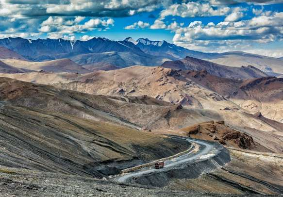The winding roads in Ladakh will surely leave you mesmerized.