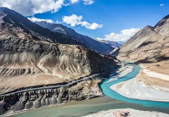 The Indus-Zanskar confluence offer a magnificent view