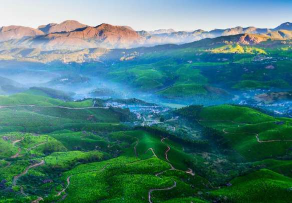 Explore the beauty of Munnar's hillscapes.