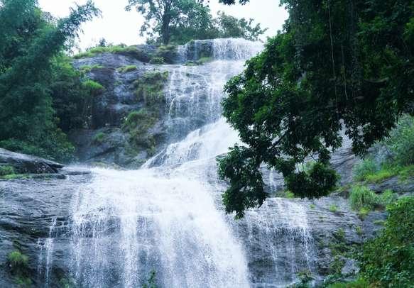 The beautiful waterfall in Munnar