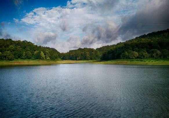 The calm and scenic Periyar Lake