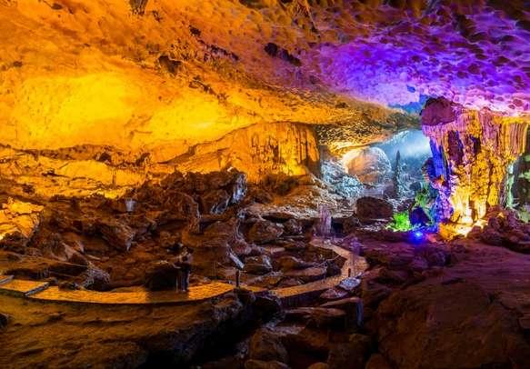 Surprise cave, Halong Bay, Vietnam