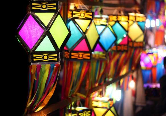 Shop for local souvenirs on your family holiday in Gujarat.