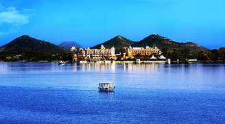 Go on a thrilling boat ride at Fateh Sagar lake in Udaipur