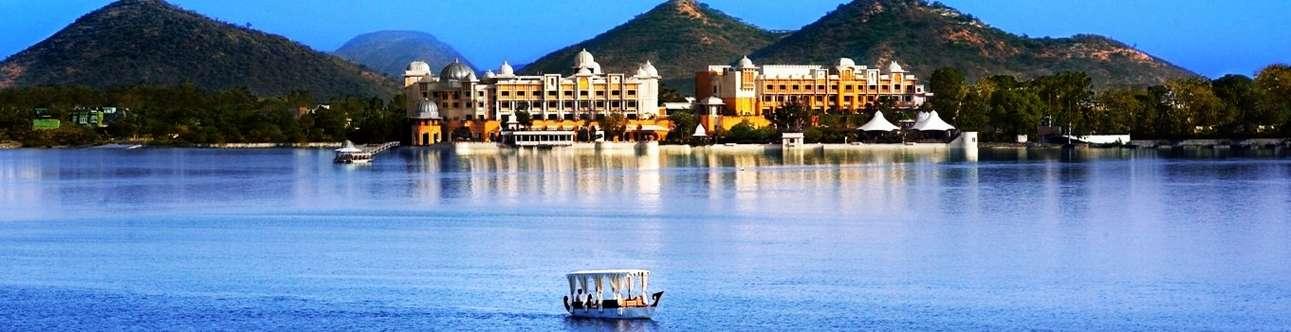 Go on a thrilling boat ride at Fateh Sagar lake in Udaipur