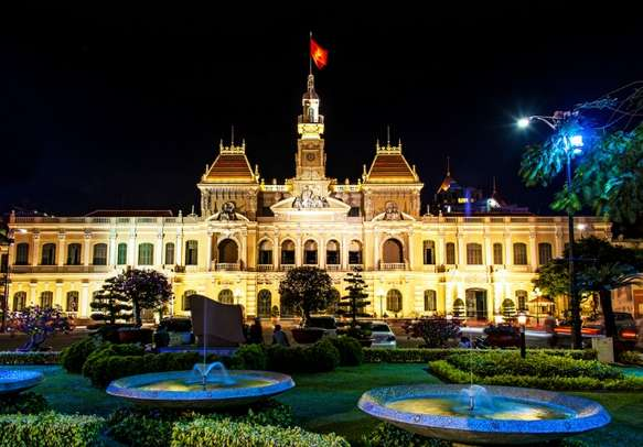 Take a glimpse of the grandeur of Ho Chi Mihn city hall