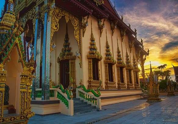 Temple complex of Wat Plai Laem