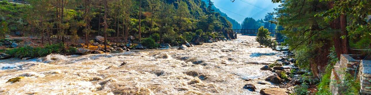 Witness the beautiful Parvati river in Kasol