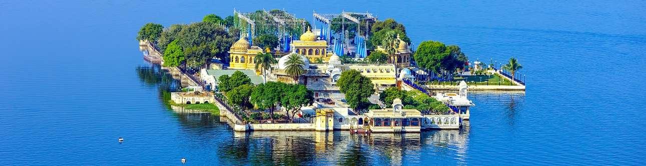Enjoy the beauty of Jag Mandir when in Udaipur