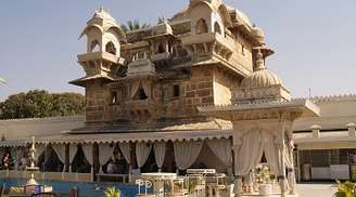 Enjoy the beauty of Jag Mandir when in Udaipur