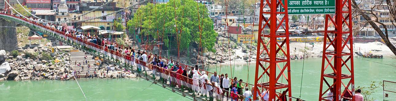 Enjoy the swinging bridge in Rishikesh