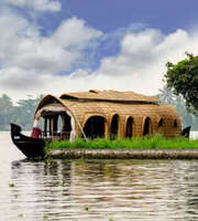 Hills & Houseboat: Munnar and Alleppey Honeymoon Package