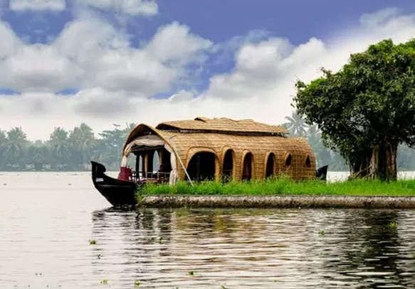 Indulge in a lovely Kerala honeymoon on a houseboat in Alleppey