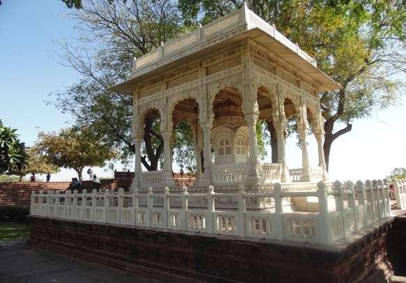 Enjoy your historical romantic tour