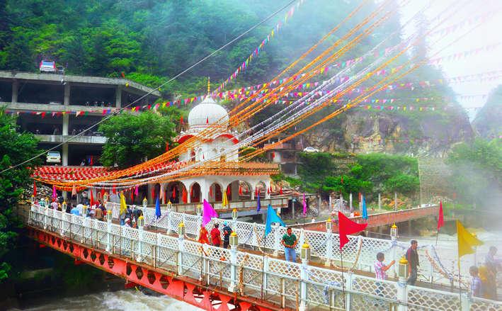 Kheerganga Trekking Tour Package From Delhi