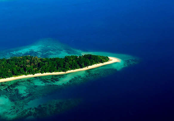 Enjoy islands hopping with your loved ones
