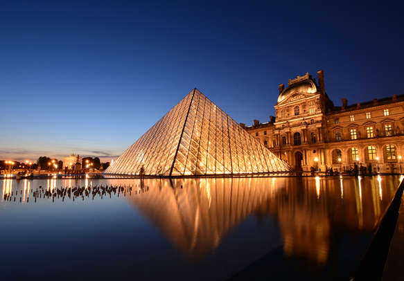 Get a glance of history, art, and culture of Paris in the Louvre Museum