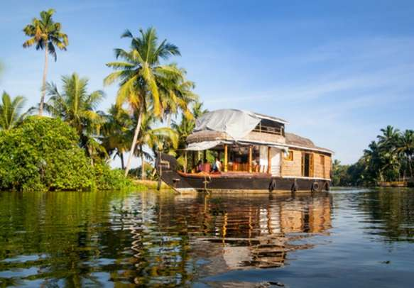 Rejoice in a houseboat experience in Alleppey