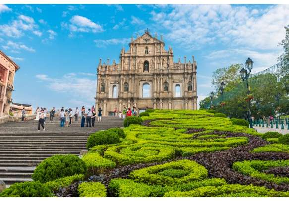 Get a glimpse of all the wonders in the world at Windows of the World