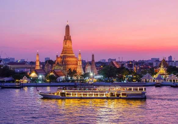 Do not miss out on Chao Phraya dinner cruise in Bangkok