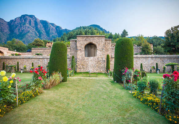 Spend some time in Pari Mahal